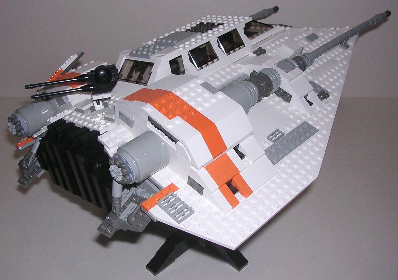 Review lego star wars 10129 snowspeeder for Interieur vaisseau star wars