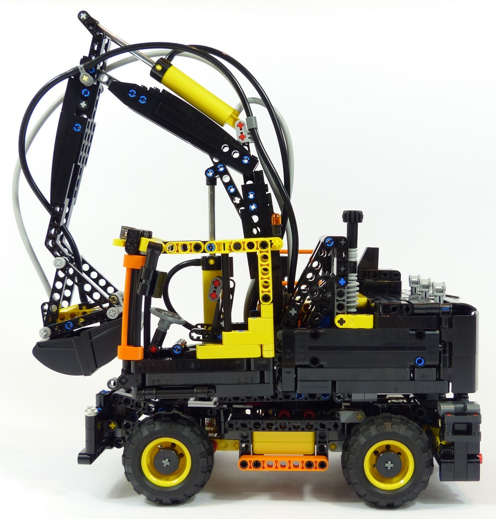 review lego technic 42053 pelle sur pneus. Black Bedroom Furniture Sets. Home Design Ideas