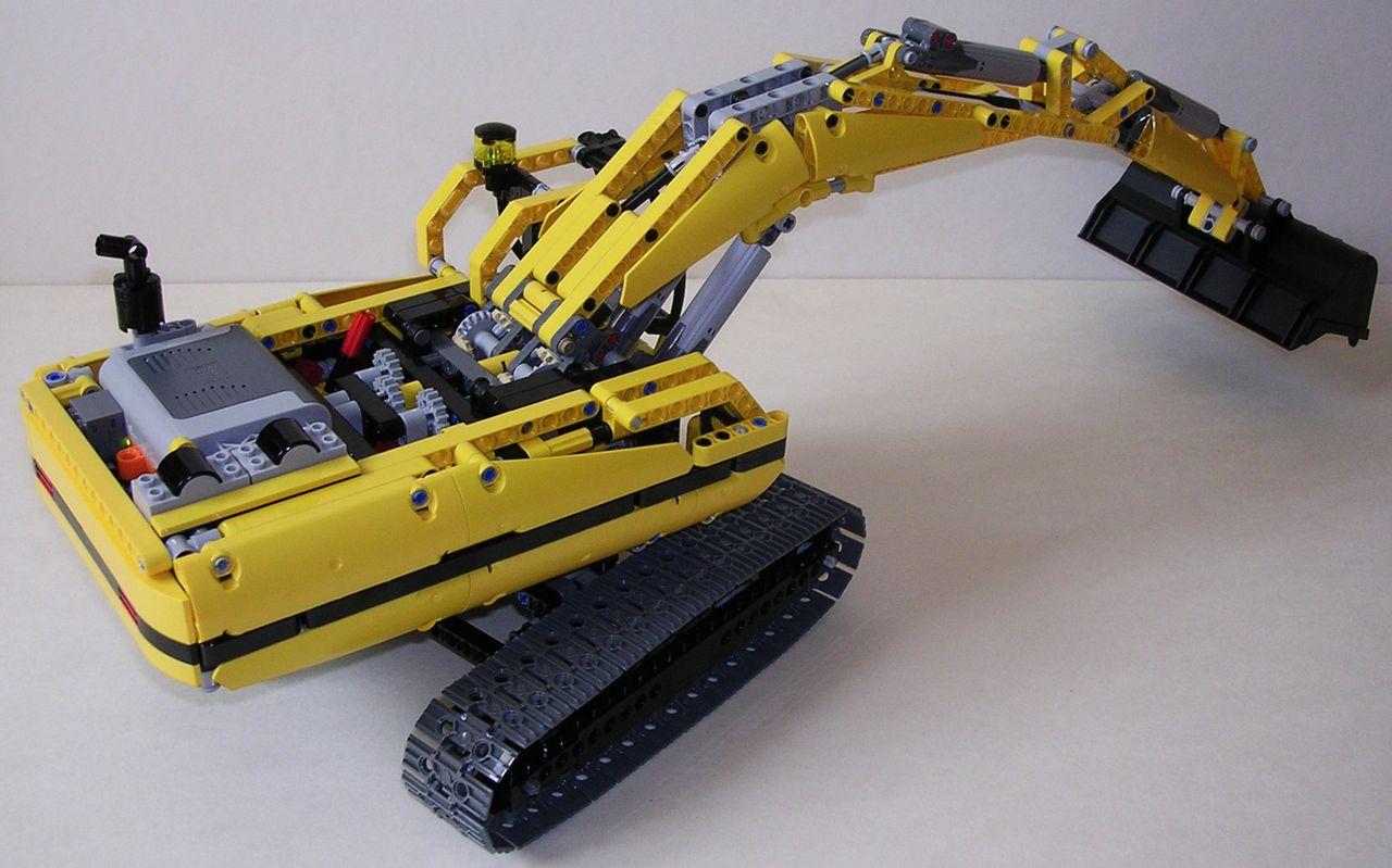 review lego technic 8043 excavatrice. Black Bedroom Furniture Sets. Home Design Ideas