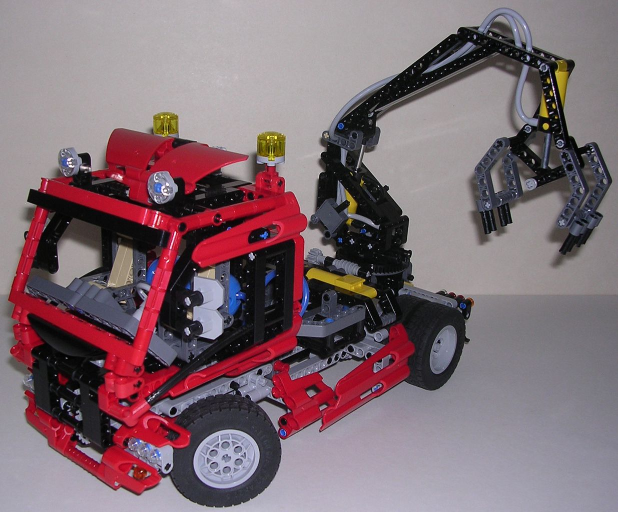 Review lego technic 8436 camion grue - Comment faire un bras articule ...